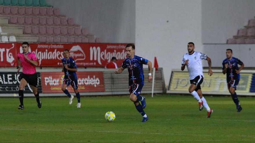 Partido entre el Zamora CF y el Salamanca UDS celebrado en el verano de 2018.