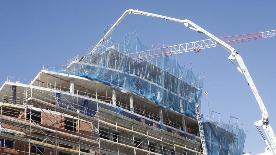 """Armengol insiste en que Baleares necesita """"como el aire"""" una ley estatal para incidir en el precio de la vivienda"""