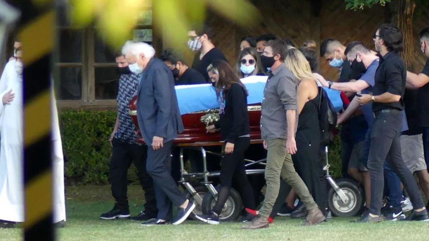 Una imagen de la ceremonia del entierro de los restos de Maradona en Buenos Aires.