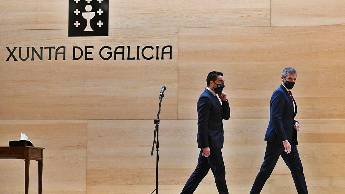 Luis López, a la izquierda, y Alfonso Rueda en la toma de posesión del primero.    // GUSTAVO SANTOS