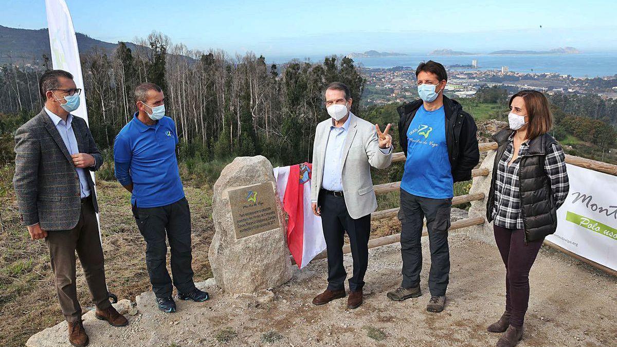 Conmemoración del tercer aniversario de los incendios de 2017, ayer, en los montes de Matamá.