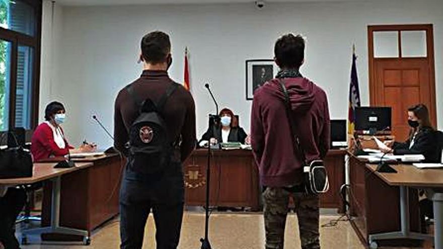 Condenados dos jóvenes por una oleada de robos en bares en Peguera