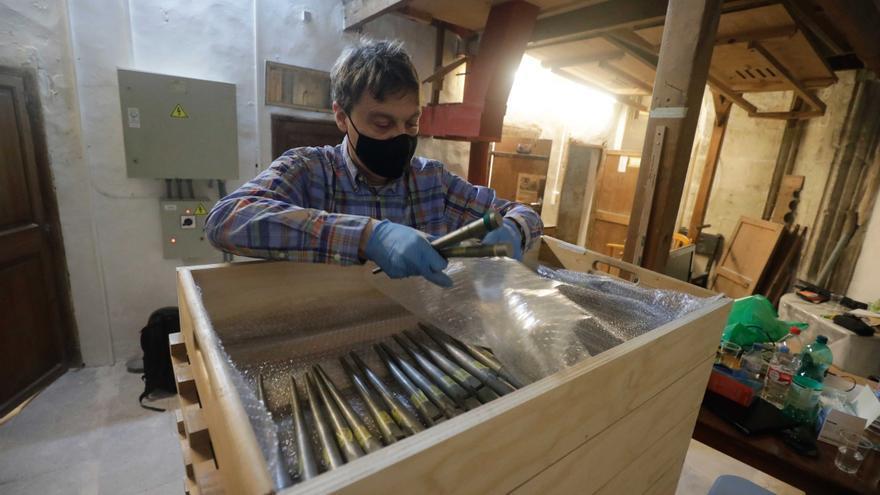 Los holandeses desmontan los 800 tubos del órgano de la Seu