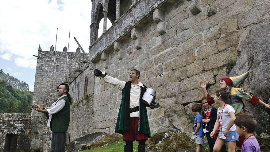 Percorridos polo Castelo da man de personaxes históricas