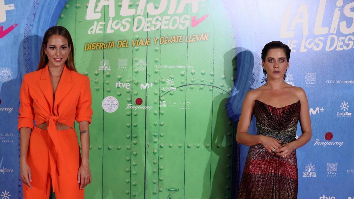 Las actrices Silvia Alonso (i) y María León.