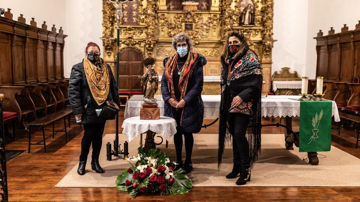 Águedas de Zamora antes de la misa en San Lázaro.