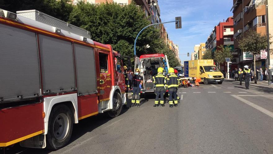 Un ciclista atropella a un peatón en la avenida Novelda de Alicante