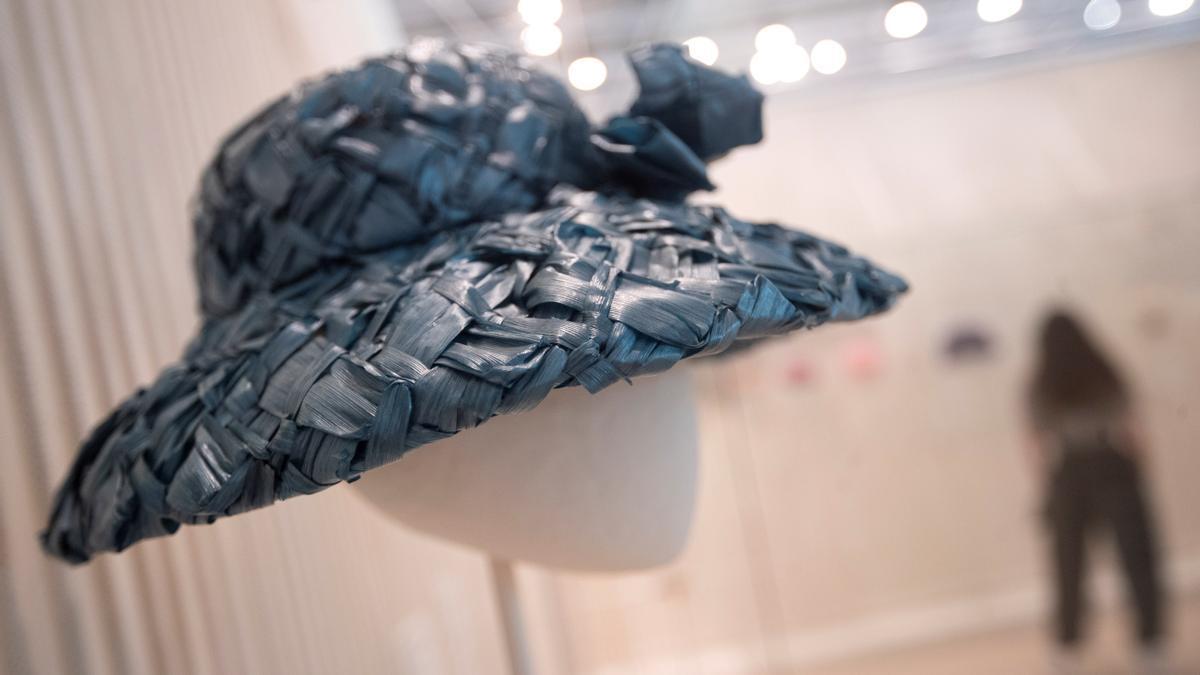 'Balenciaga. La elegancia del sombrero', una exposición para realzar los tocados únicos de la marca.