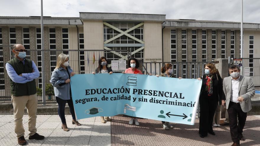 """Lo padres de 24 centros asturianos piden que se ponga fin ya a la semipresencialidad: """"No hay inversión ni plan B, nos esyán tomando el pelo"""""""