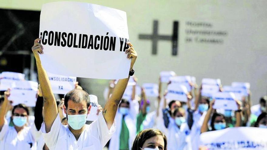 Sanidad anula la OPE de los médicos y negociará unas oposiciones 'a la carta'
