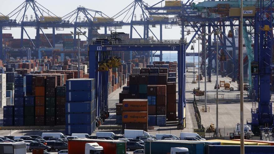 China reduce a la mitad el envío de buques con destino al Puerto de València por el coronavirus