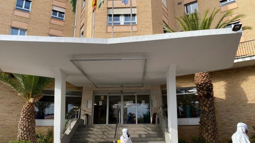 La UME trabaja en la desinfección de cuatro hospitales de Málaga