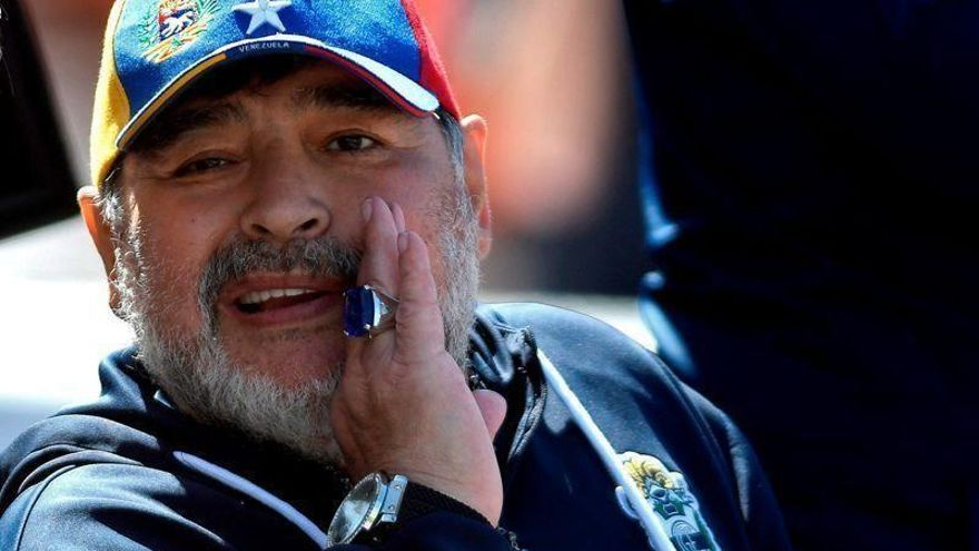 Una marea humana despide a Maradona