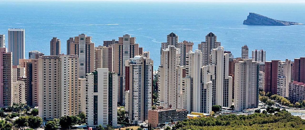 Arquitectos de todo el mundo han considerado el modelo urbanístico de Benidorm (construcción vertical) como un ejemplo de poco depredador del territorio.