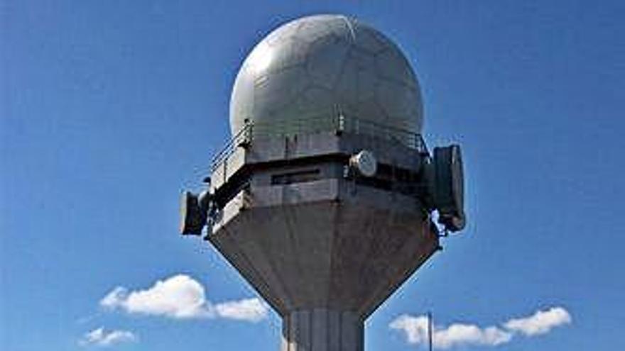 Enaire renueva un radar para mejorar la seguridad y la gestión de vuelos de Alvedro