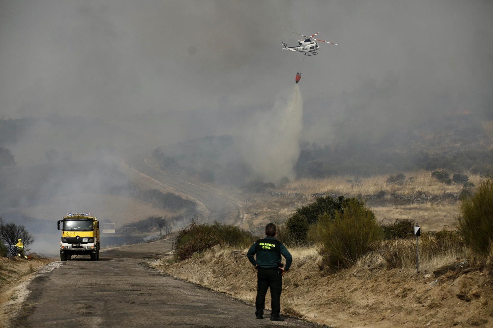 GALERÍA | Las imágenes del incendio de Carbajosa de Alba, en Zamora
