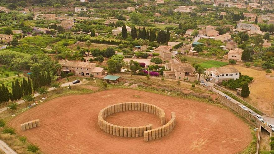 Amphitheater aus Strohballen erhitzt die Gemüter auf Mallorca