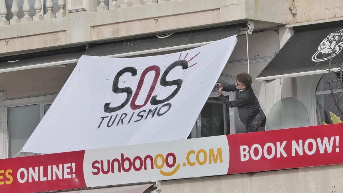 La campaña SOS Turismo en Palma.