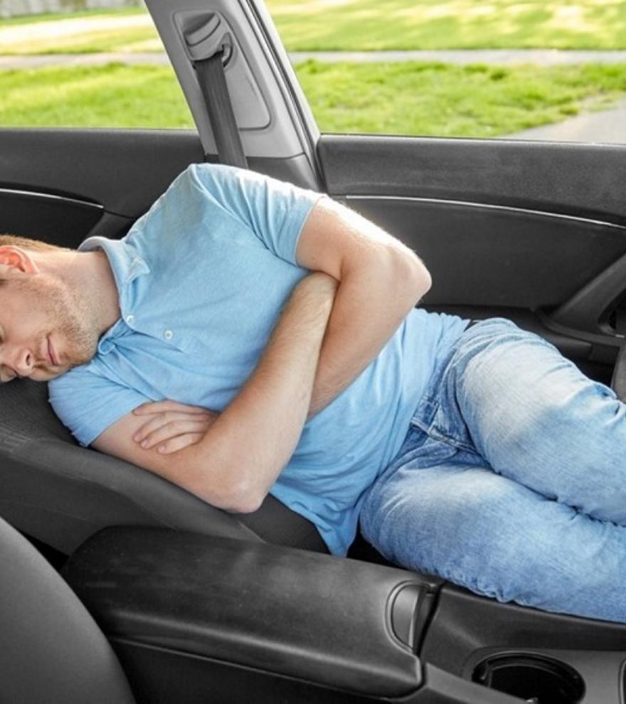Dormir en el coche: ¿En qué situaciones está permitido?