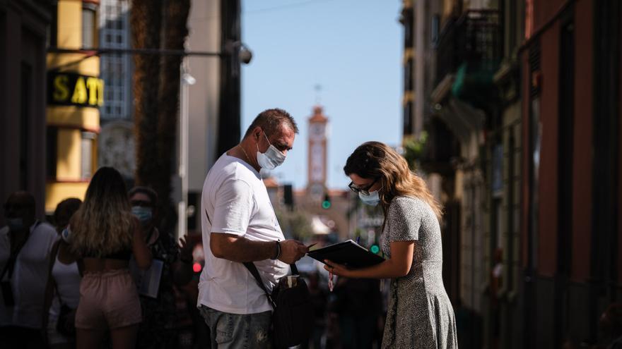 Canarias registra 800 nuevos positivos y dos fallecidos por la Covid-19 este miércoles