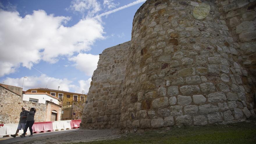 La muralla de Zamora muda su piel tras las obras de restauración
