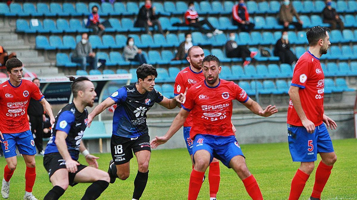 La Unión Deportiva Ourense, en el encuentro con el CD Barco en O Couto.    // IÑAKI OSORIO