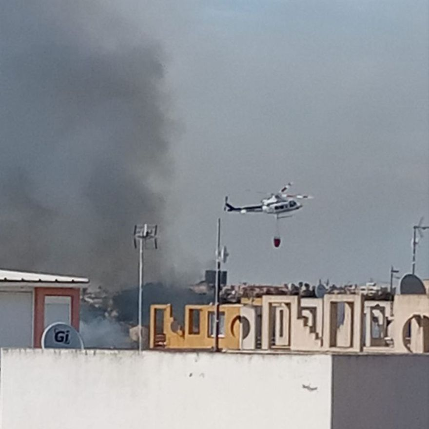 Imagen de las tareas de extinción con medios aéreos en Torrevieja