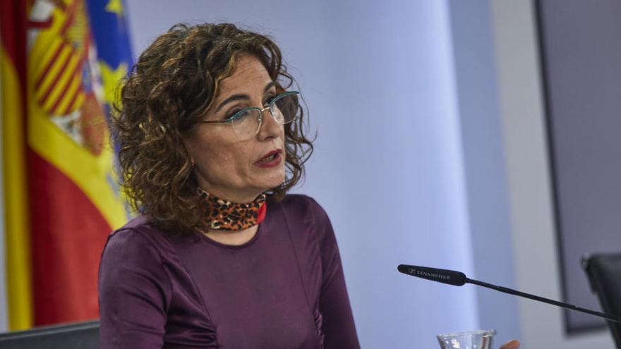 """Montero pide a los grupos """"reconsiderar"""" las enmiendas a la totalidad a los PGE"""