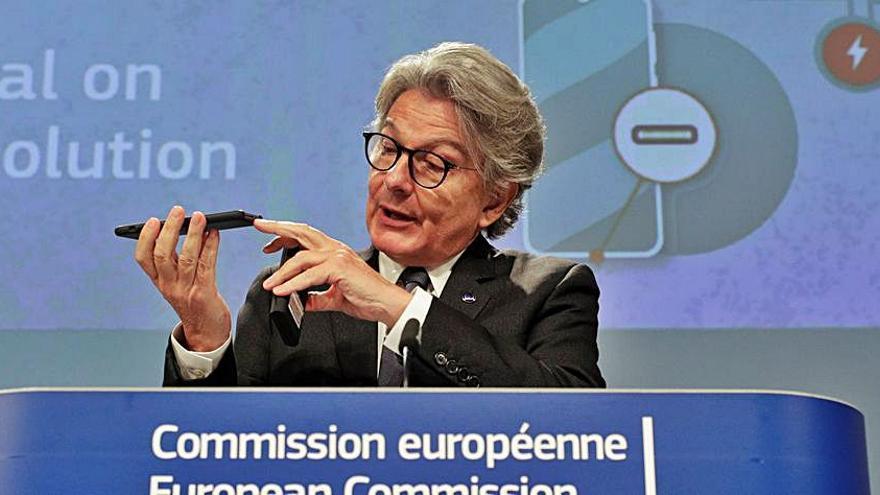 Brussel·les proposa crear un port estàndard  per a mòbils i dispositius electrònics a la UE
