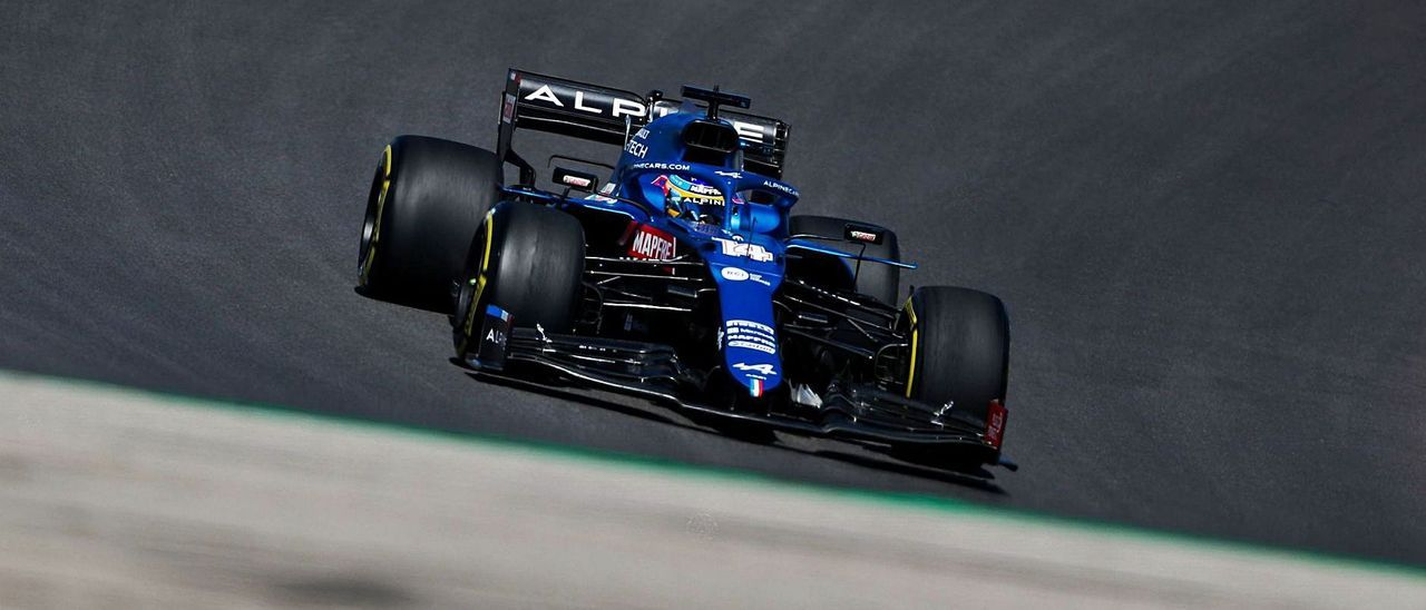 Fernando Alonso, rodando con su Alpine ayer en el circuito de Portimao. |