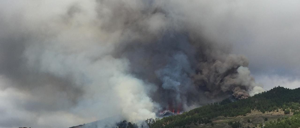 """""""Yo voy a mear"""", la divertida frase de una periodista en medio de la erupción en La Palma"""