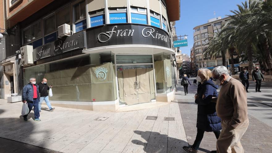 Aterriza otro negocio en la calle Corredora de Elche tras la peatonalización