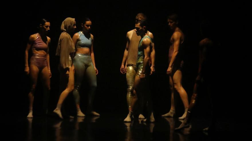 LaMov abraza a su público en el estreno de 'La voz eterna'