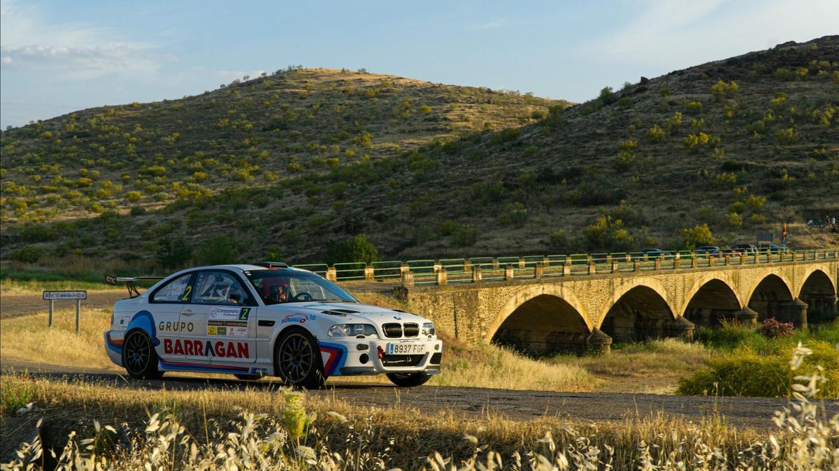El coche de Barragán y Tolosa durante un tramo del Rally de Campanario.