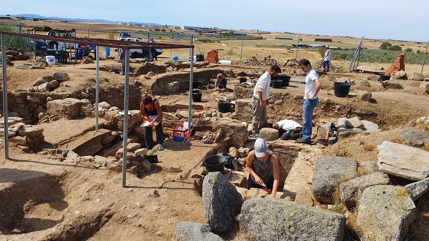 Una lápida del yacimiento de Añora de La Losilla revela un texto único en Hispania