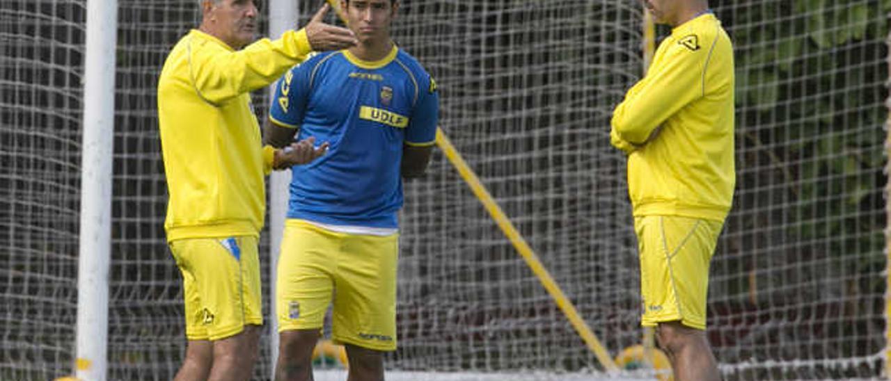 Herrera dialoga con Araujo.
