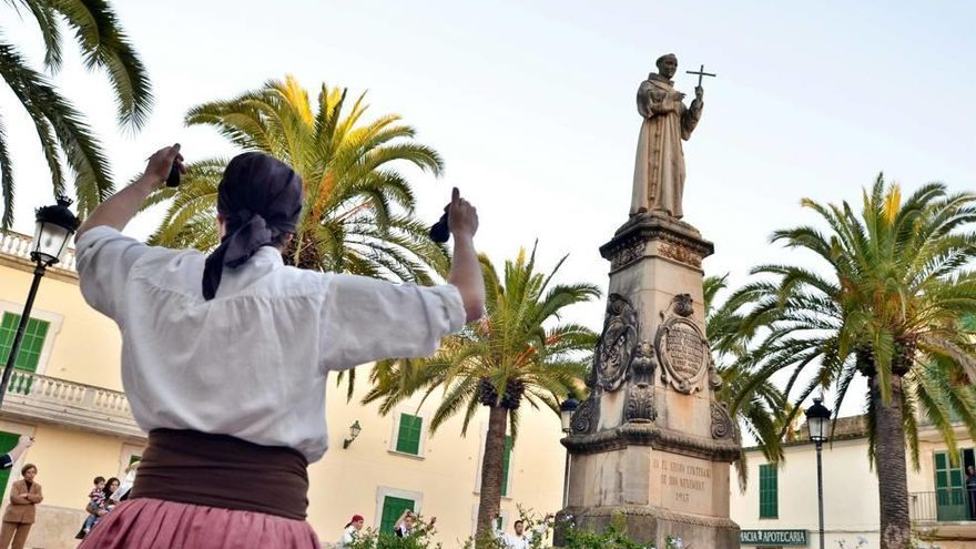 Amics del Pare Serra pide ayuda al Ayuntamiento de Petra para proteger la estatua