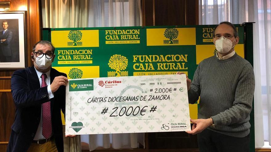 Cáritas recibe 2.000 euros del reto solidario de Caja Rural de Zamora