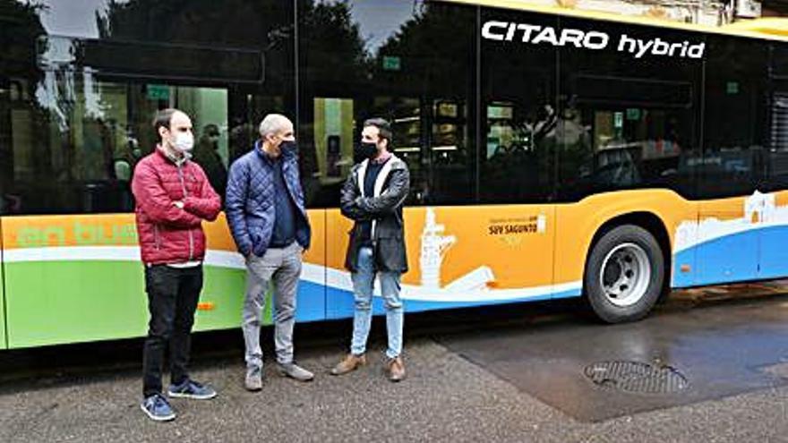Sagunt prepara más mejoras en el servicio de bus tras presentar un vehículo híbrido