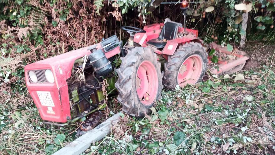 Rescatado un hombre que quedó atrapado con su tractor en Sanxenxo