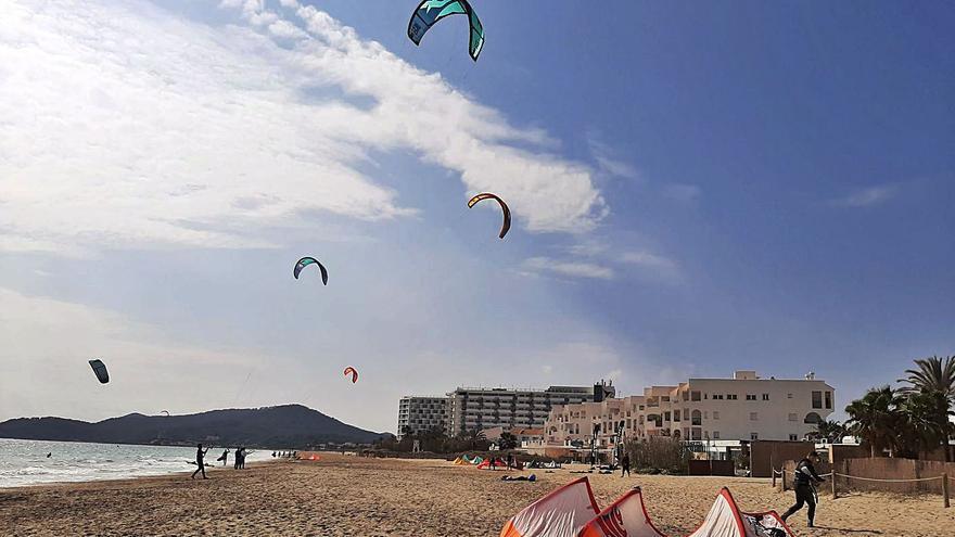 Jugando con el viento en Platja d'en Bossa