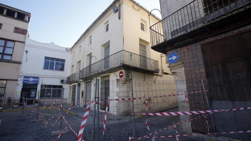 El alcalde ordena derribar la casa histórica por el riesgo
