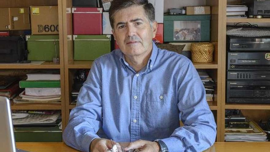 El geólogo Santos Nicolás presenta en Felechosa un libro sobre El Pino