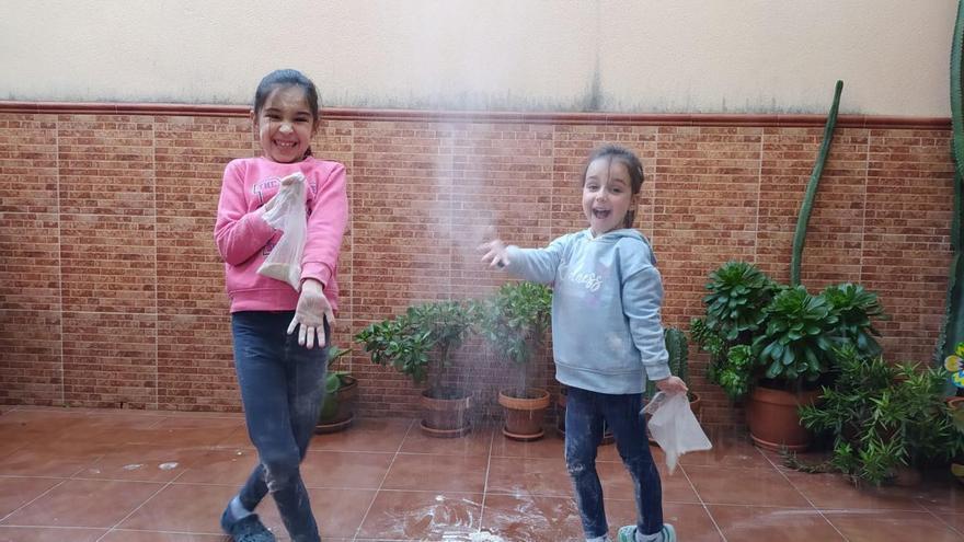 Ochavillo del Río celebra en casa la batalla de la harina