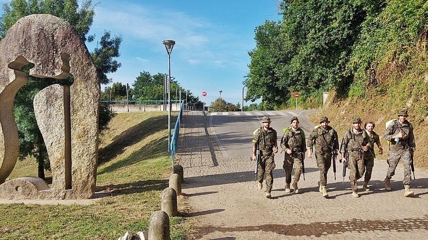 De Tui a Santiago a paso militar