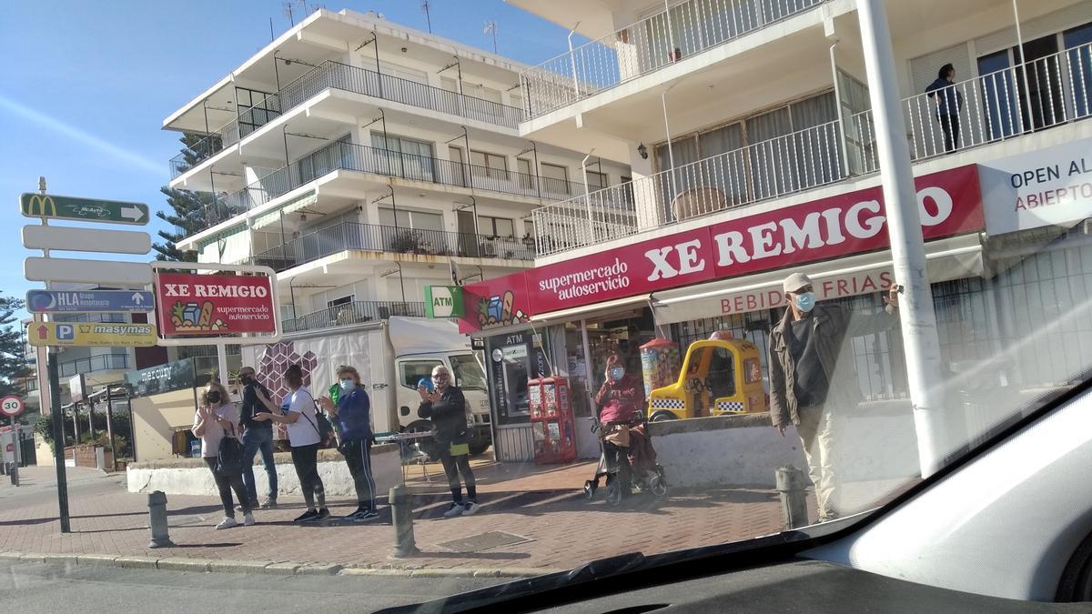 Los vecinos aplauden a los hosteleros que han recorrido Xàbia en sus coches