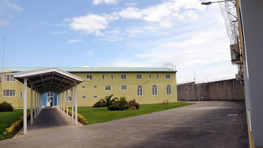 Hallado muerto un joven recluso en su celda de la cárcel de Asturias