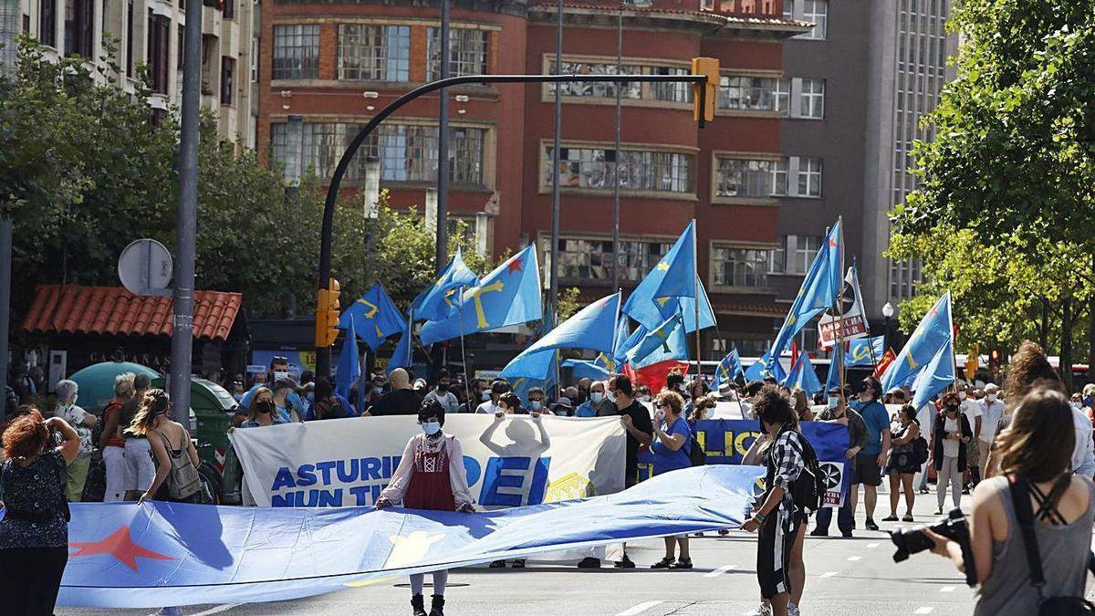 """Manifestación antimonárquica del colectivo """"Asturies nun tien rei"""""""