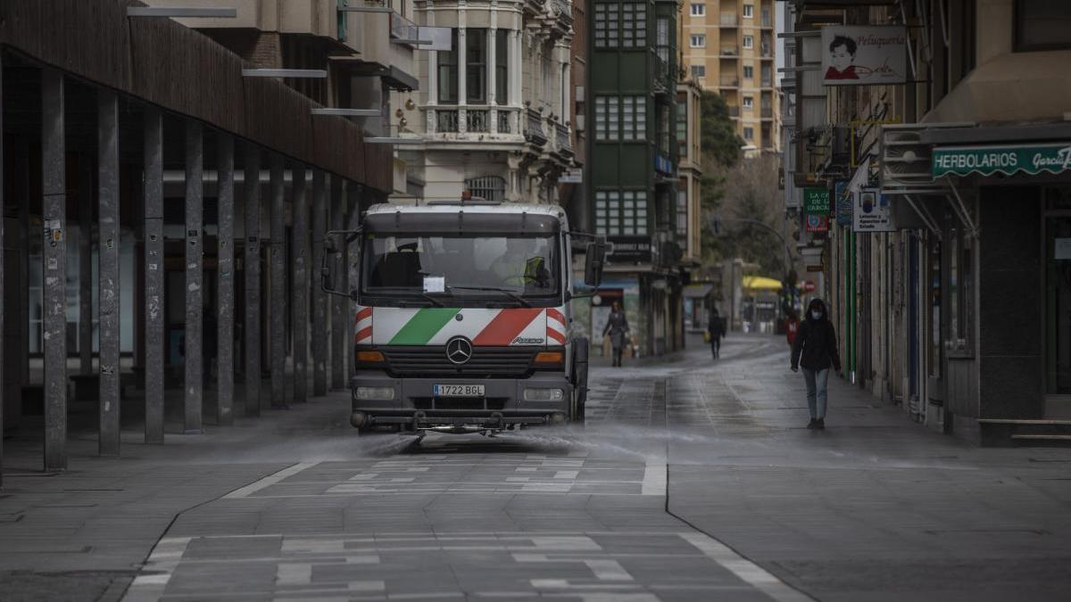Camión del servicio de limpieza en Zamora.