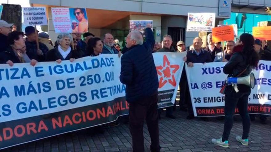 Los jubilados del Baixo Miño, en pie de guerra por la bajada de las pensiones